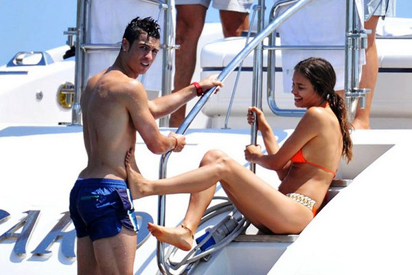 Футболист Реала Криштиану Роналду вместе со своей возлюбленной Ириной Шейк