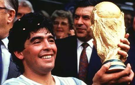 Марадона, фото с Кубком мира