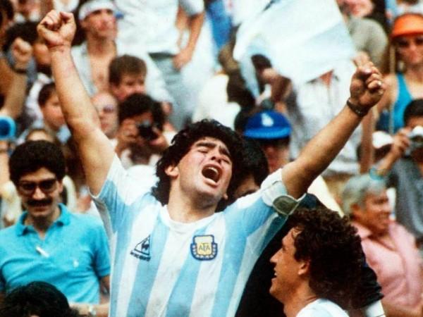 Легендарное фото Марадоны на ЧМ 1986