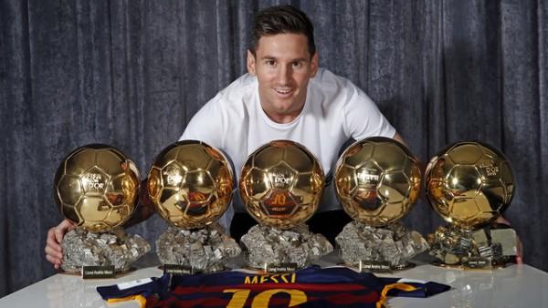 Футболист Лионель Месси и его 5  Золотых мячей