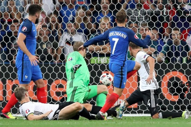 Антуан Гризманн и его гол с игры в ворота сборной Германии_фото