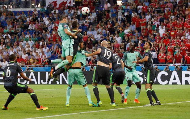 Роналду забивает Уэльсу головой_фото