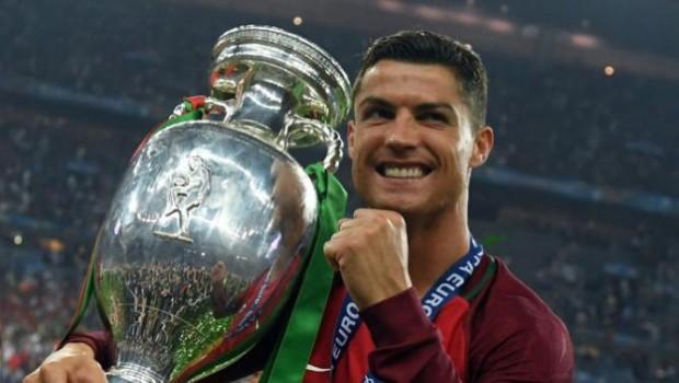 Криштиану Роналду - чемпион Европы по футболу 2016_фото